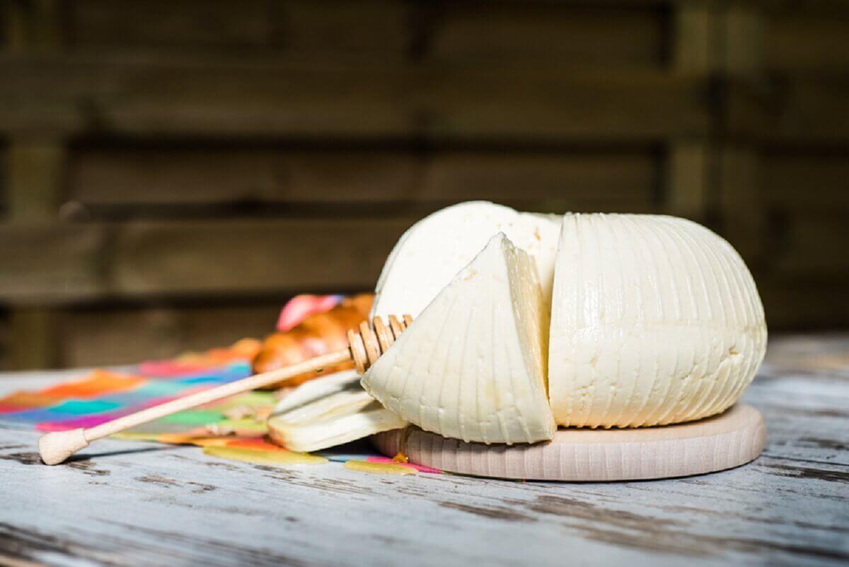 Przepis na ser koryciński – tradycja i nowe smaki