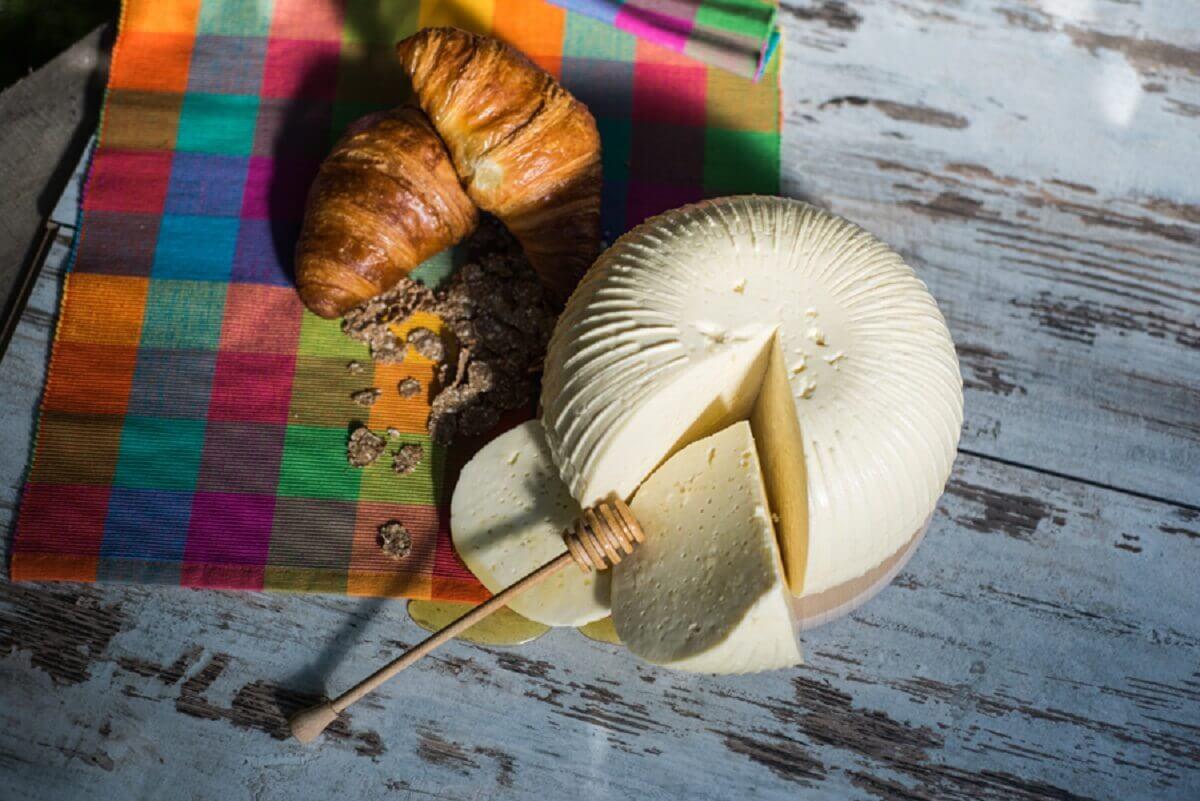 Produkcja sera korycińskiego swojskiego