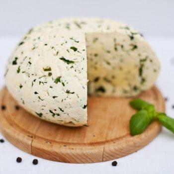 Ser podlaski z pokrzywą