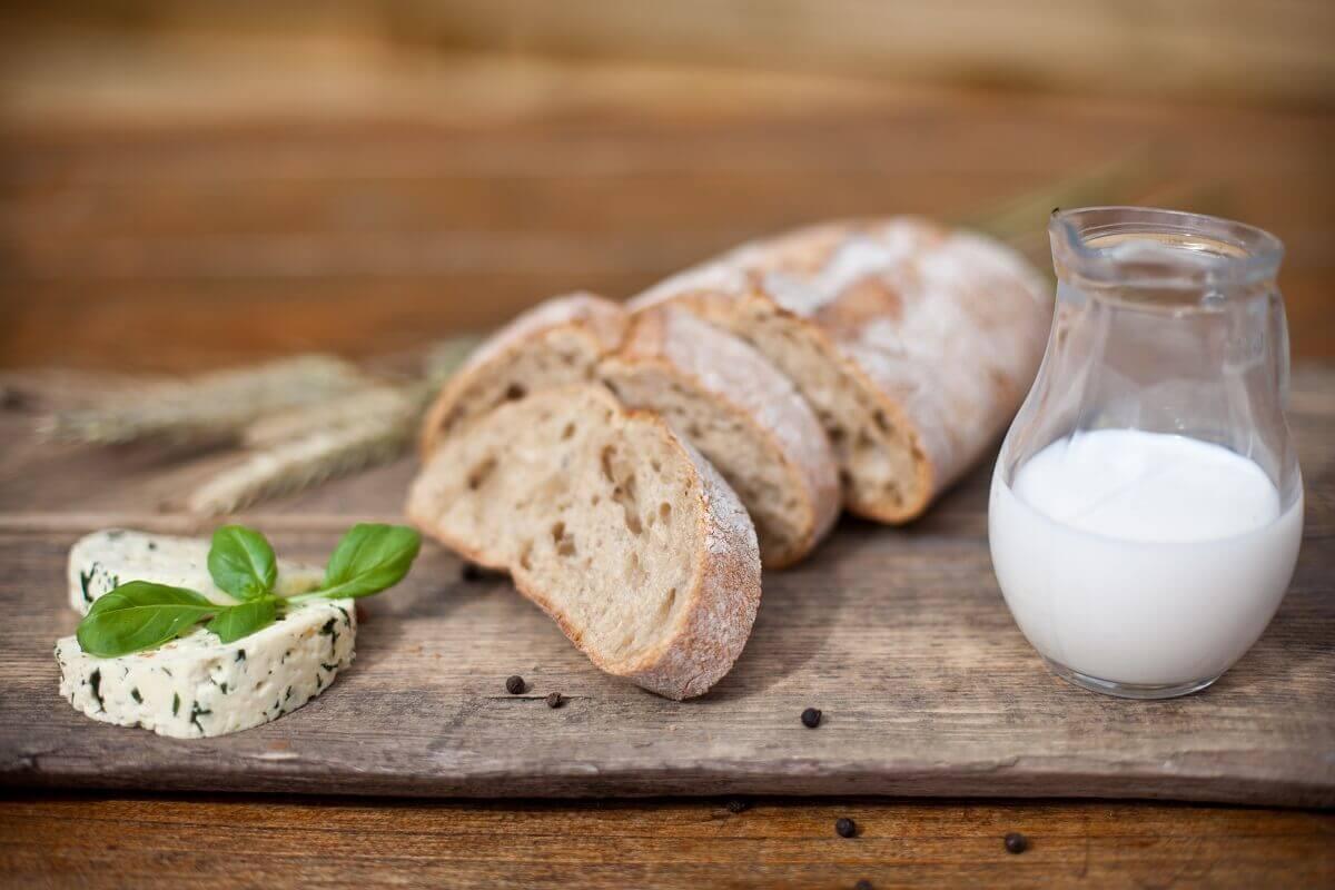 Ser z pieprzem zielonym i mleko