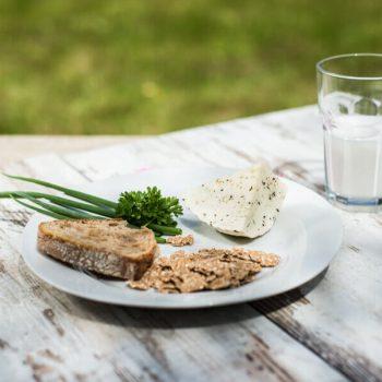Śniadanie z serem z kminkiem