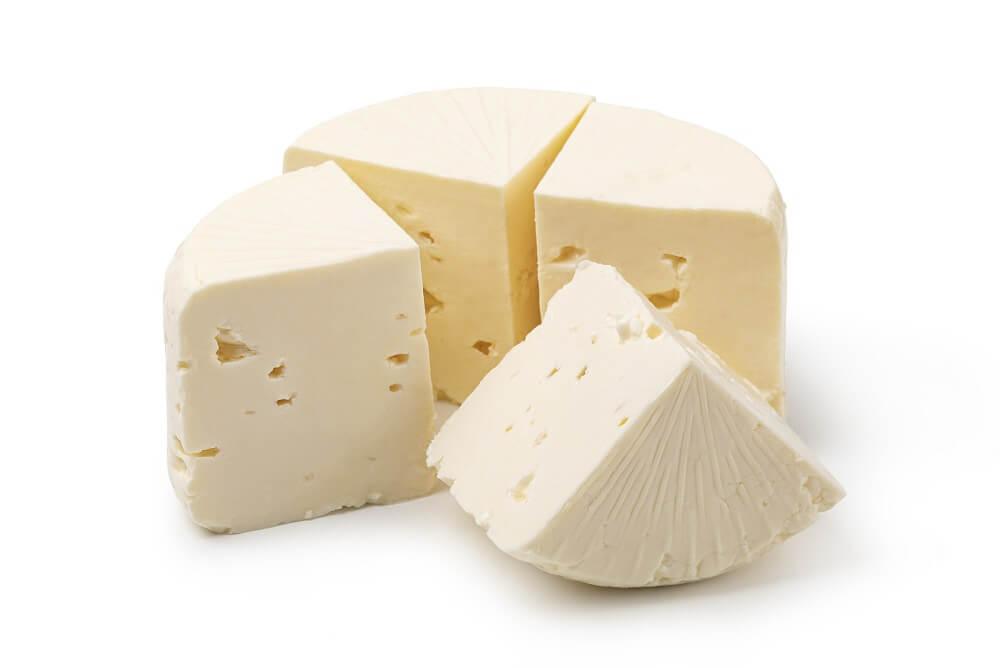 kawałki białego sera korycińskiego